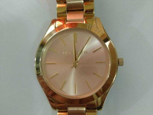 Elegante reloj cuarzo color dorado